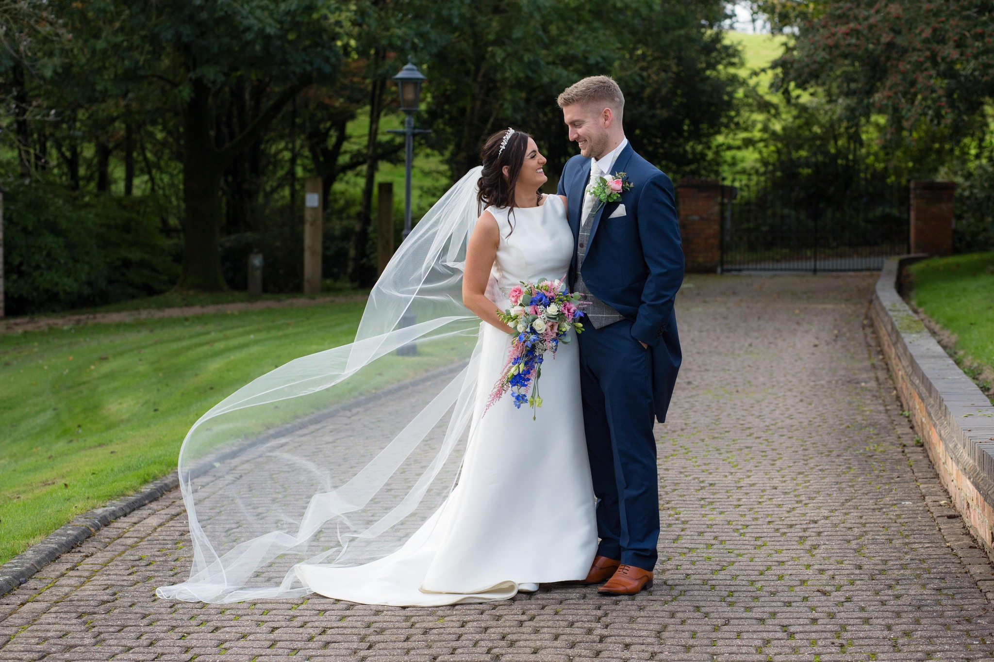 Shropshire wedding photographer Moddershall Oaks wedding