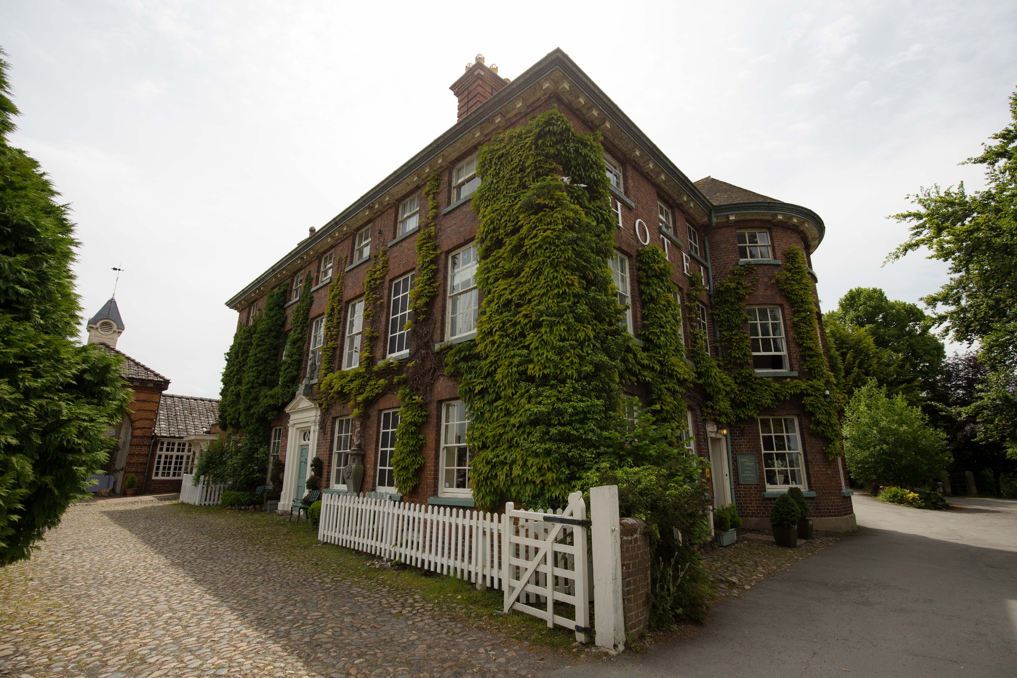 Mytton and Mermaid wedding venue in spring
